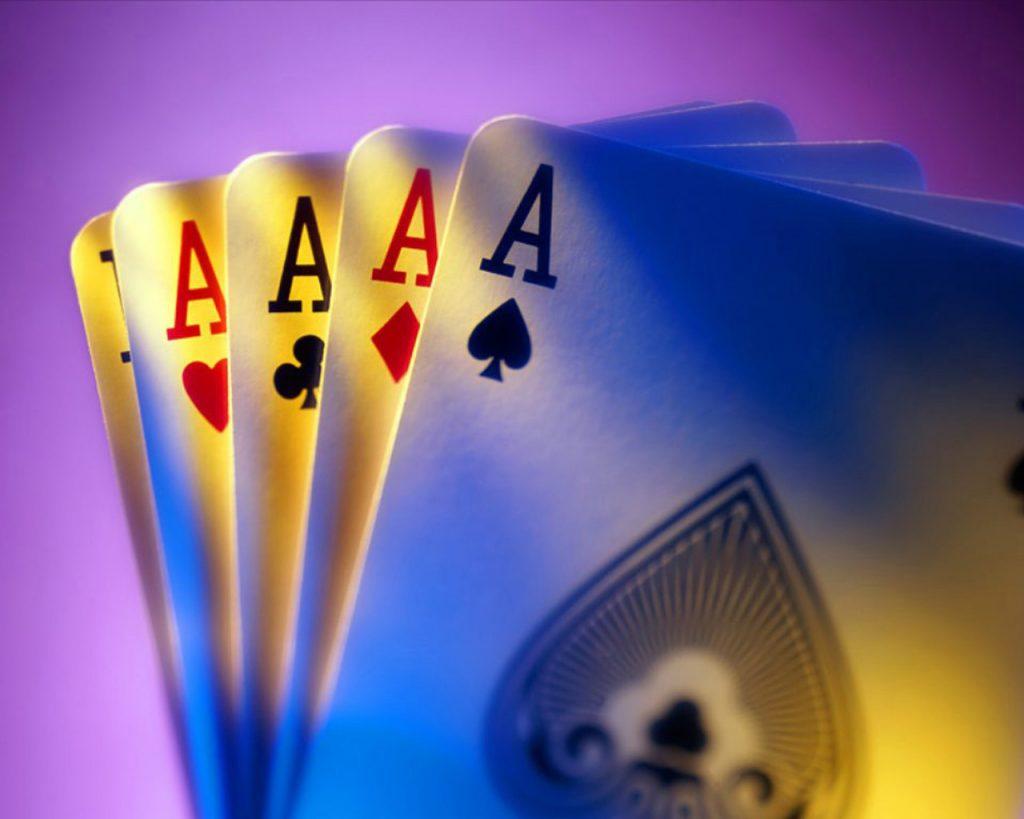 Manfaat Bermain Poker Online